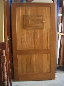 Puerta atablada con ventana