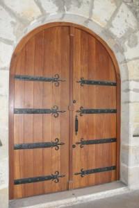 Puerta iglesia Bedia